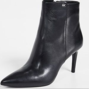 LIKE NEW MICHAEL KORS POINTED TOE ANKLE BOOTS